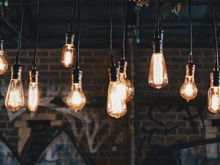 Jak wygodnie kupować wyroby oświetleniowe?