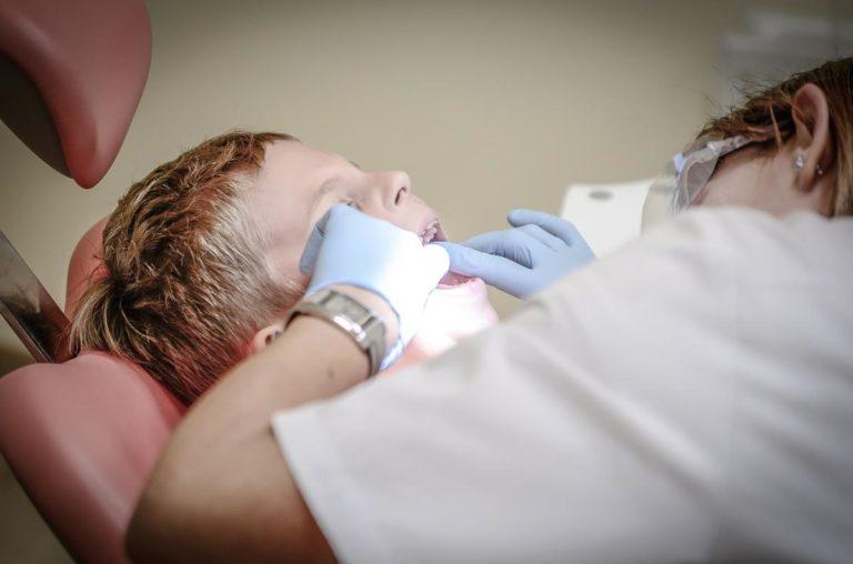 Wybielanie zębów cieszy się coraz większym zainteresowaniem